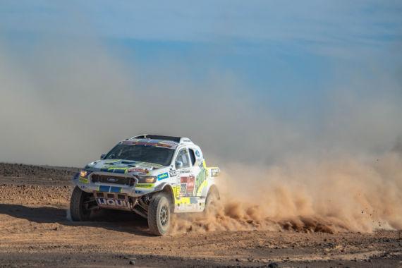 Obrázek galerie Čtvrtá etapa Rallye Dakar: Ouředníček sKřípalem přes kameny doskákali pro 25. místo