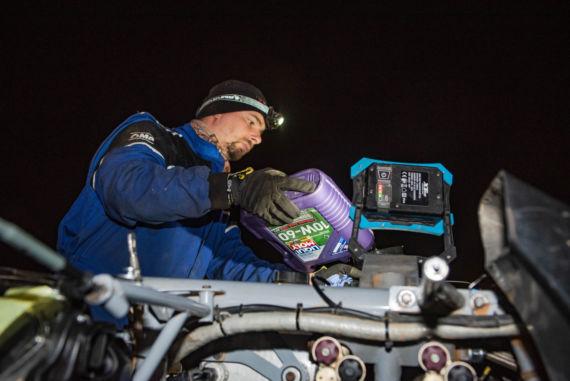 Obrázek galerie Ford posádky Ouředníček – Křípal převálcoval kamion, čeští závodníci ale chtějí pokračovat dál