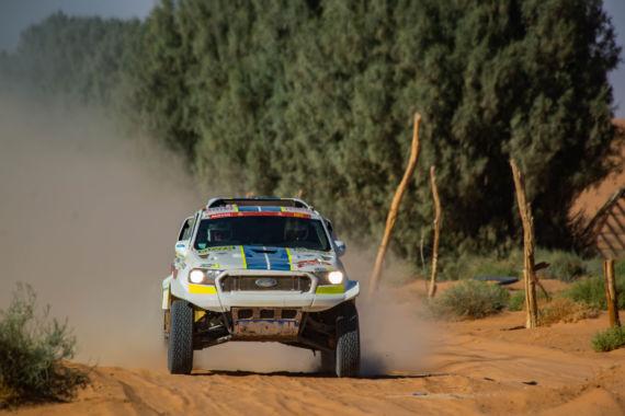 Obrázek galerie Sedmá etapa Rallye Dakar: Ford Ranger povstal zpopela a Ouředníček sKřípalem dál sní svůj dakarský sen