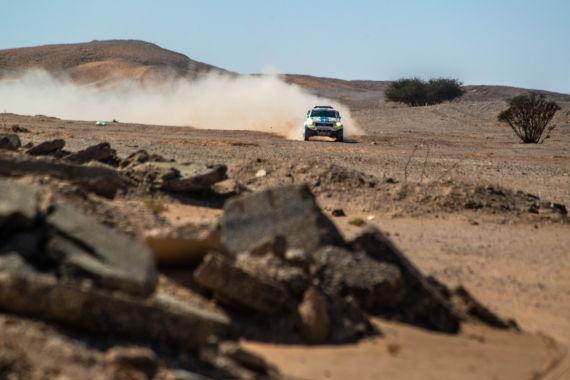 Obrázek galerie Devátá etapa Rallye Dakar: Ouředníček s Křípalem kličkovali mezi kameny a mysleli na maratónskou etapu