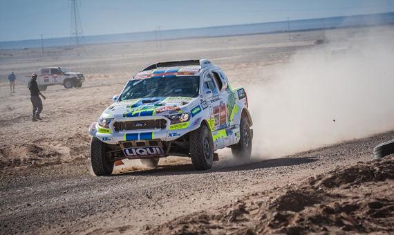 Třetí etapa Rallye Dakar: Posádka Ouředníček – Křípal atakovala nejrychlejší dvacítku aut