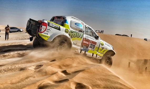 Desátá etapa Rallye Dakar: Zatracený tisícihran a ruční práce s Leathermanem v poušti pokazily výsledek