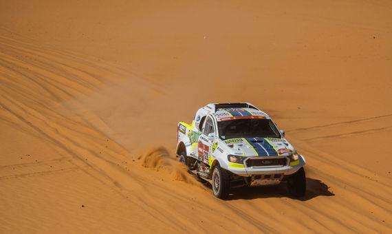 Osmá etapa Rallye Dakar: Motorky nejely, Ouředníček sKřípalem startovali brzy ráno vnezvyklém chladnu