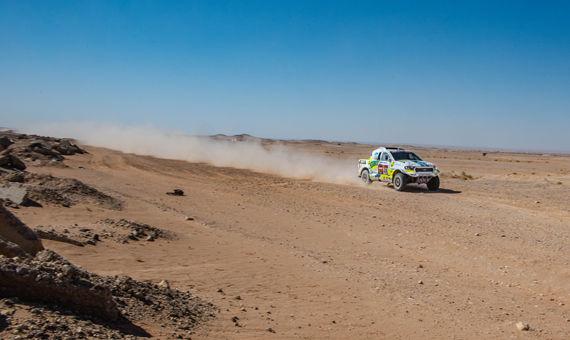 Devátá etapa Rallye Dakar: Ouředníček s Křípalem kličkovali mezi kameny a mysleli na maratónskou etapu