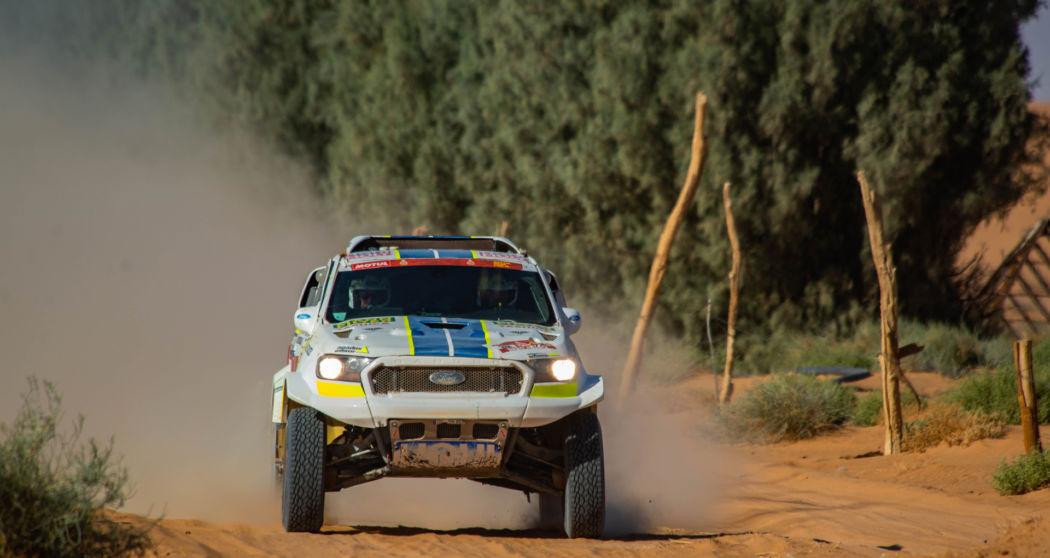 Sedmá etapa Rallye Dakar: Ford Ranger povstal zpopela a Ouředníček sKřípalem dál sní svůj dakarský sen