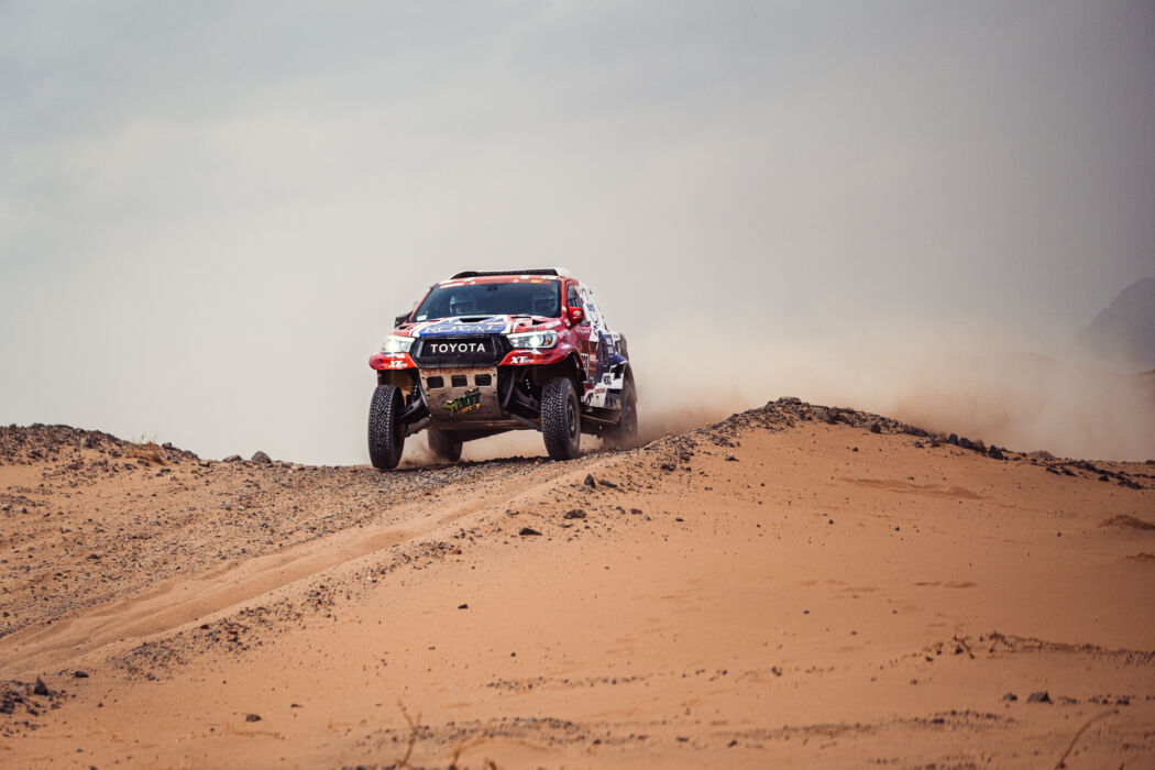 Na poškozené poloose přes duny až do cíle