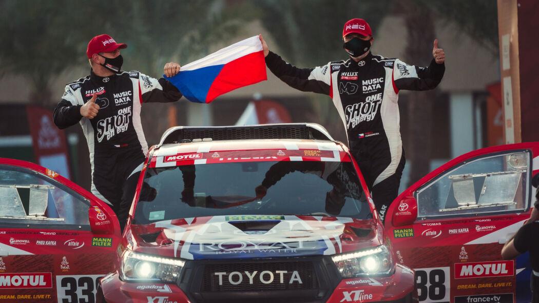Posádka Ouředníček-Křípal po roce opět na místě činu. Poloviční vítězství si užila  už na startovní rampě Rallye Dakar.