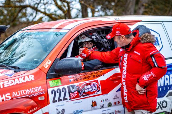 Obrázek galerie Nová Toyota Land Cruiser s novou posádkou slaví úspěch po svém prvním závodě